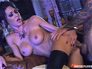 Halloween sensational with cool Jessica Jaymes tonguing her prize