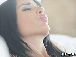 sensual Anissa