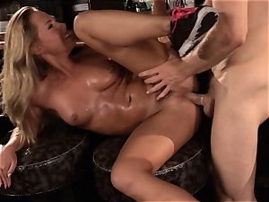 Barmaid Carter Cruise porks her manager at work