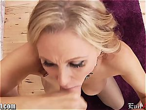 mischievous milf Julia Ann gives a muddy point of view bj