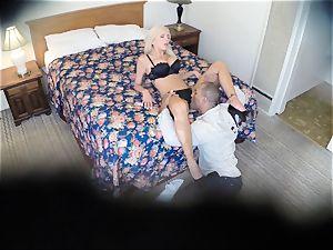insane Nina Elle screws her fellow at the motel