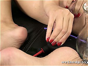 hottie Kira princess makes her pantyhose a mess with urinate
