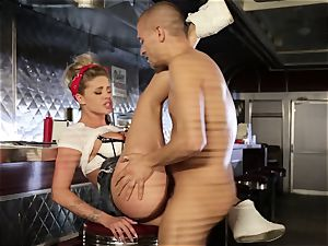 Waitress Jessa Rhodes pummeled balls deep
