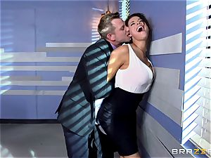 Peta Jensen gives her customer some serious fuckfest therapy