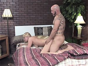 Vanessa gets her humid snatch screwed on the bed