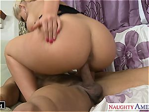 classy Phoenix Marie takes dick in her smooth-shaven fuck-hole
