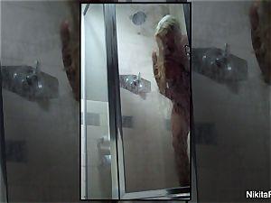 Home vid of Nikita Von James taking a shower