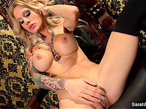 chesty towheaded Sarah Jessie plays with her vag
