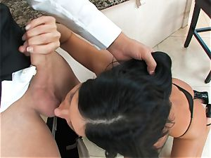 India Summers, dark-haired bare hoe, takes huge spunk-pump on her lips in suck off