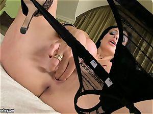 nymphomaniac Aletta Ocean pleases her silky cooch with those horny frigs