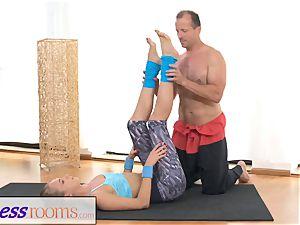 FitnessRooms Ivana Sugar utter figure and twat spread