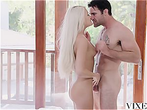 Ashlee Mae gets penetrated by a real stud