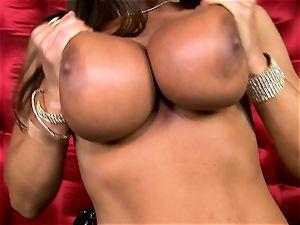 fantastic Lisa Ann uncovers her hefty juicy boobs